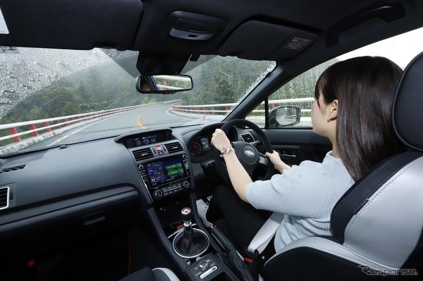 スバル WRX STI ファイナルエディション を運転する猪爪杏奈