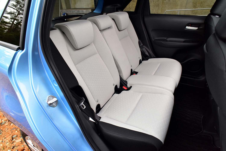 リアシートもまたフレームから新設計したという。座面のウレタンが先代モデルよりも厚くなっている。
