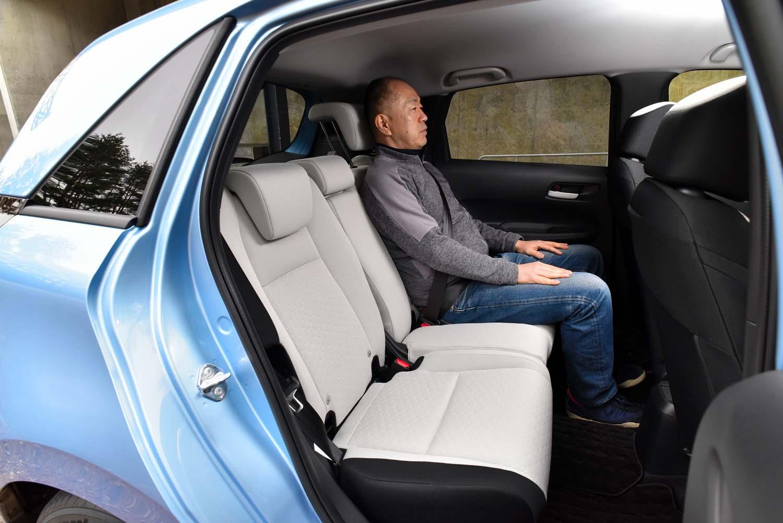 座面の厚みが増した分、先代モデルよりも後席のヘッドルームが狭くなっているというが、身長178cmの筆者が乗り込んでもまだ余裕がある。