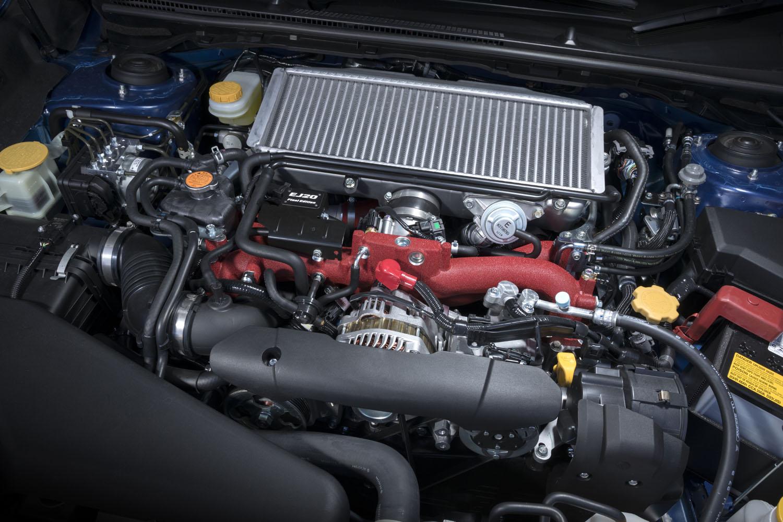 """""""これが最後""""となる「EJ20」型エンジン。回転系パーツの重量公差・回転バランス公差の低減が図られ、「レーシングエンジンにも迫る精度」(ウェブサイトより)で仕上げられているという。"""