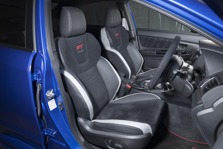 「EJ20ファイナルエディション」には標準仕様と「フルパッケージ」の2つの仕様があり、後者にはレカロシートやウエルカムライト、予防安全装備の「アドバンスドセイフティパッケージ」が採用されていた。