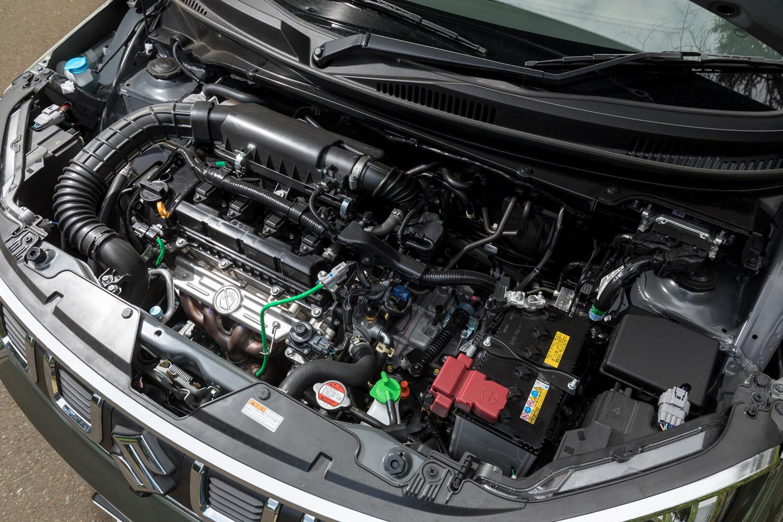 エンジンには、1気筒につき2本のインジェクターを備えた「K12C」型1.2リッター直列4気筒を採用。91PSの最高出力と118N・mの最大トルクを発生する。
