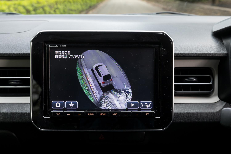 メーカーオプションの「全方位モニター」。俯瞰(ふかん)や、後方、側方、後方ワイドなどの映像表示に加え、自車の周囲360°を立体的に表示する「3Dビュー」機能も備わっている。
