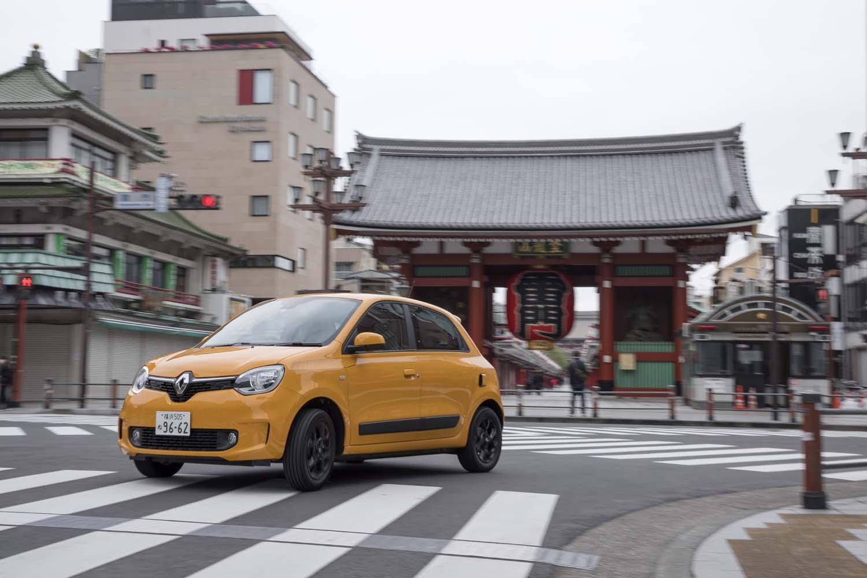 2014年にRR(リアエンジン・リアドライブ)の小型車としてデビューした3代目「トゥインゴ」。国内では、2019年8月からマイナーチェンジ版が発売され、2020年2月にはMT車「トゥインゴS」が追加された。