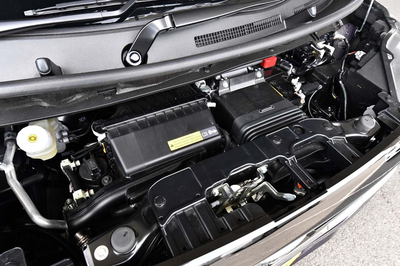 ターボで過給される直3エンジンは、2400rpmから最大トルク100N・mを発生。試乗車の場合、WLTCモードの燃費値は18.8km/リッターとなっている。