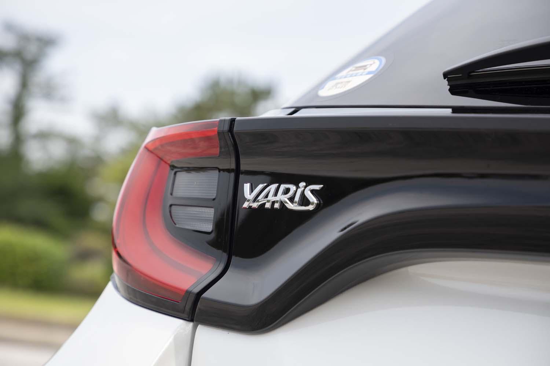 個性的なデザインの、「ヤリス ハイブリッドZ」のリアコンビランプ。Zグレードの光源はフルLEDタイプとなっている。