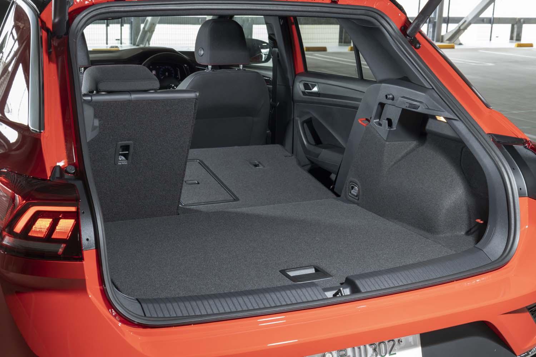 後席の背もたれをすべて倒した場合は、荷室の容量を1290リッターにまで拡大できる。
