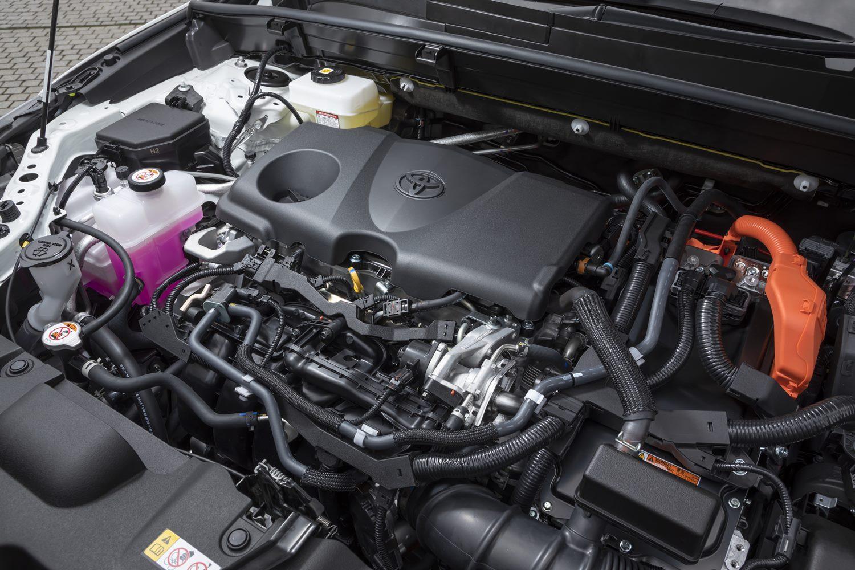 パワーユニットは2.5リッターのハイブリッドと2リッターの純ガソリンエンジンをラインナップ。それぞれに前輪駆動と四輪駆動が用意される。