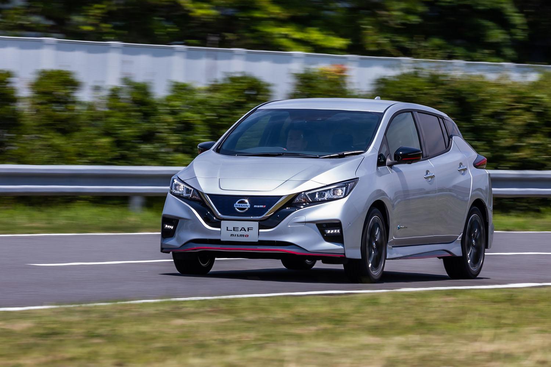 """日産の電気自動車「リーフ」がマイナーチェンジ。それに合わせて、スポーティーバージョンの「リーフNISMO」にも手が加えられ、通称""""20MY""""として2020年7月20日に発売された。"""