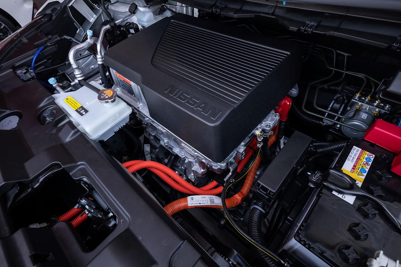 最高出力150PS、最大トルク320N・mのパワートレインは従来型と同一だが、今回の足まわりの変更に合わせ、制御プログラムをチューンし直したという。