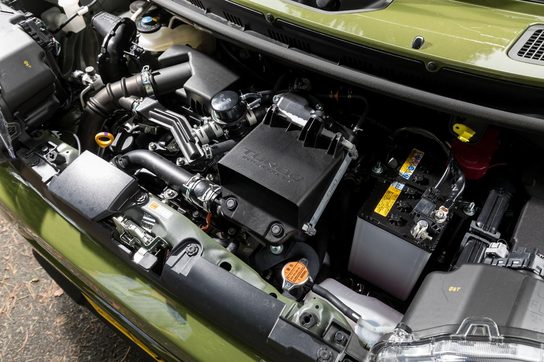 パワーユニットには、デュアルインテークポート、デュアルインジェクション、マルチスパークを採用した最新版の「KF型」エンジンを採用。写真は試乗車に搭載されたターボエンジン。