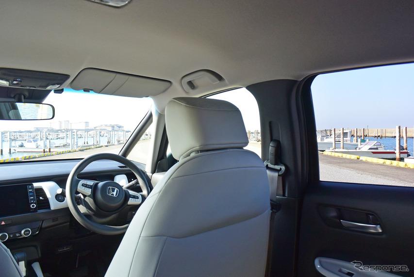 後席の座面がかなり高めに設定されており、眺望は良好。