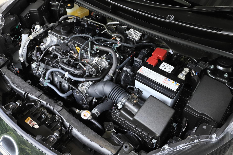 「RS」のエンジンは、標準車の「ヤリス」のMT仕様と同じ自然吸気の1.5リッター直3 DOHC。最高出力120PS、最大トルク145N・mを発生する。