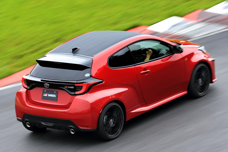 エントリーモデルの「RS」も、4WDモデルより大幅に軽い車重によってスポーティーな走りを披露。コーナーではスロットル操作で向きが変えられる。