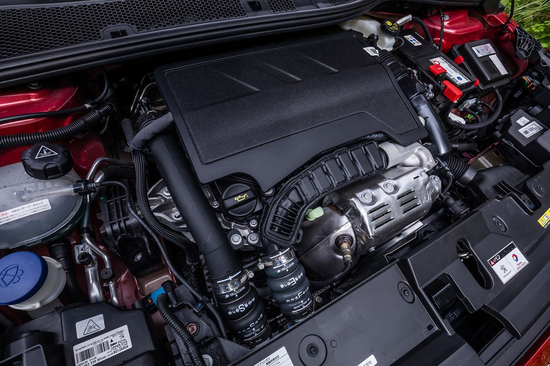 パワーユニットは最高出力100PS、最大トルク205N・mの1.2リッター直3ターボエンジン。トランスミッションは8段AT、前輪駆動モデルのみの設定となる。