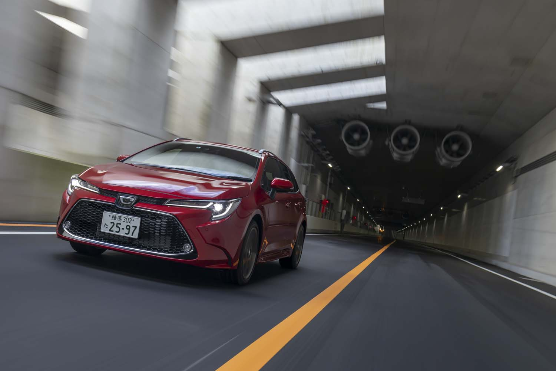 WLTCモードの燃費値は16.6km/リッター。ハイブリッドモデルには遠く及ばないものの、1.8リッターモデル(14.8km/リッター)と1.2リッターターボモデル(15.8km/リッター)を抑えている。