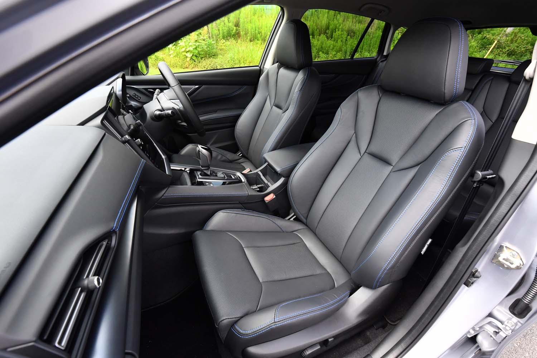 シート表皮はグレードごとに異なる。写真は「GT-H EX」にオプション設定されるブルーステッチ入りのレザーシート。