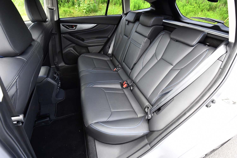 後席の背もたれは2段階にリクライニング可能。キャビン側と荷室側のどちらからも倒すことができる。