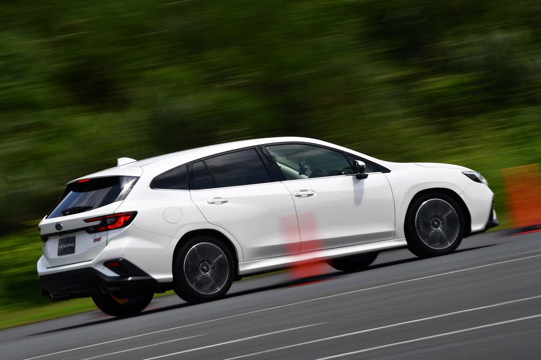 高度な運転支援システムを手に入れた「レヴォーグ」。とはいえ、先代同様、スポーティーな走りは大きな商品価値と位置付けられている。