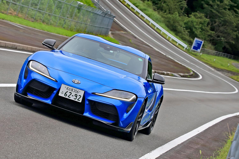 「従来モデルは(スポーツカーにしては)乗り心地がよすぎて、『まだマージンがあるのでは?』と感じられた。今回は、よりサーキット寄りに改良した」というのは、開発責任者である多田哲哉氏の弁だ。