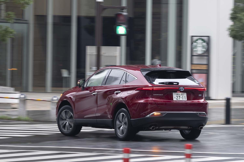 """グレード構成は純ガソリン車、ハイブリッド車とも「Z」「G」「S」を基本に、ZとGには本革シートが備わる""""レザーパッケージ""""もラインナップ。全グレードでFWDと4WDが選べるのもポイントだ。"""