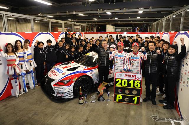 昨季チャンピオン、コバライネン & 平手とサード陣営(マシンは当時の#39 RC F)。