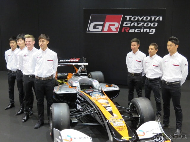 トヨタ勢の2017年SFドライバー(右から3人目が小林可夢偉、中央はセルモインギングのマシン)。