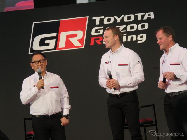 左から豊田社長、ラトバラ選手、マキネン代表。
