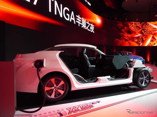2018年導入予定のプラグインハイブリッド車のコンセプトモデルも出展