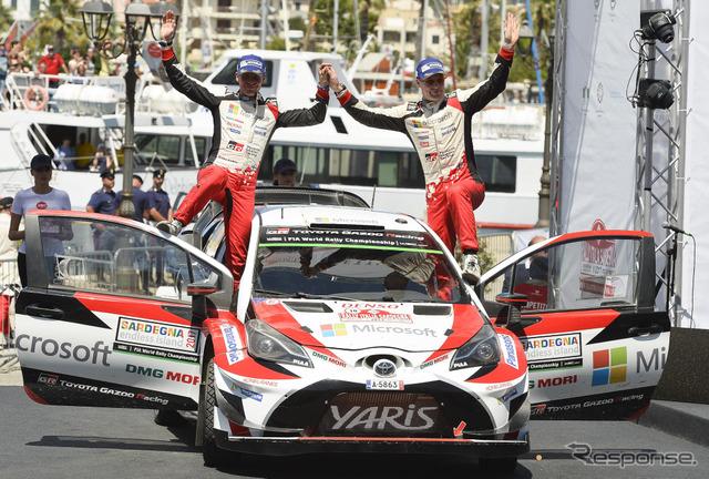 2位に入ったラトバラ(右)とコ・ドライバーのM.アンティラ。