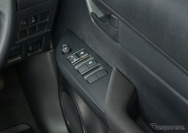 トヨタ ハイラックス X パワーウインドゥ(運転席ワンタッチ式/挟み込み防止機能付)