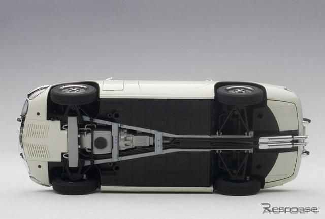 X型バックボーンフレームやサスペンションなど、ボディ底面も余すところなく再現