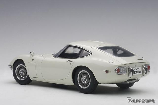 オートアート トヨタ 2000GT 1/18スケールモデル