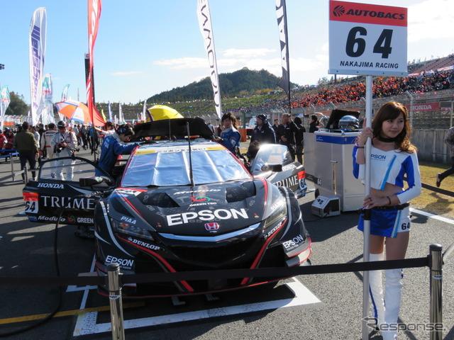 #64 Epson Modulo NSX-GT(今季の鈴鹿1000kmウイナー)は、エプソン販売の時計ブランド「TRUME」をメインにした特別カラーリングで最終戦に臨んだ(決勝10位)。
