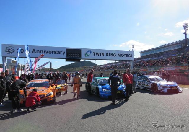 DTMマシン3車も決勝パレードラップに参加。