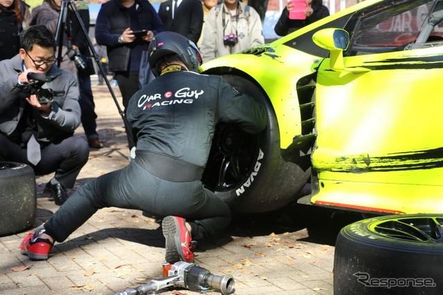 『SHIBUYA SPORTS CAR FES 2017』CARGUY ピットタイヤ交換デモンストレーション