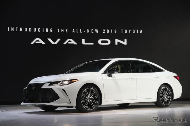 トヨタ・アバロン・ハイブリッド新型(デトロイトモーターショー2018) (c) Getty Images