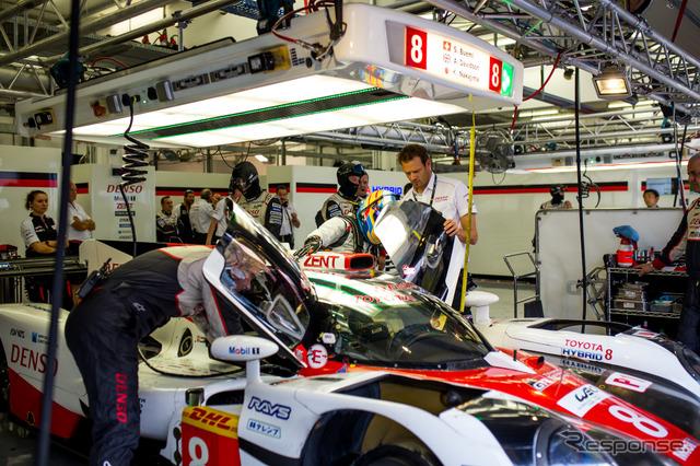 昨年11月のバーレーンテスト。アロンソはトヨタTS050をドライブした。