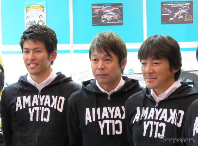 #96 RC Fの(左から)中山と新田、影山正彦監督。