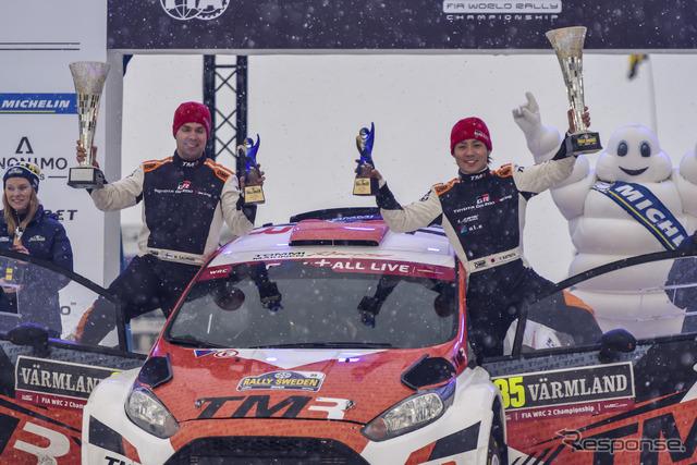「WRC2」でクラス優勝した勝田貴元(右。左はコ・ドライバーのM.サルミネン)。