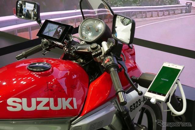 スズキが作ったスマートフォン連携ディスプレイを搭載した二輪車のプロタイプを出展