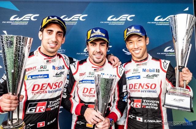 優勝した#8 トヨタのブエミ、アロンソ、中嶋一貴。