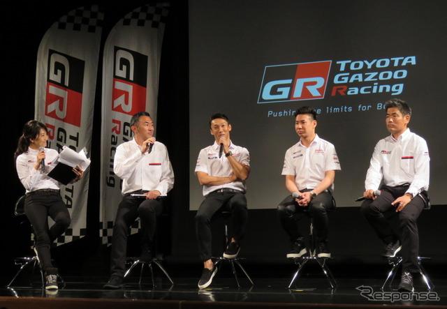 左2人目から、北澤氏、一貴、可夢偉、小島氏。