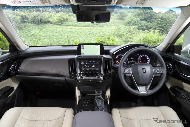 トヨタ・クラウン新型のプロトタイプ