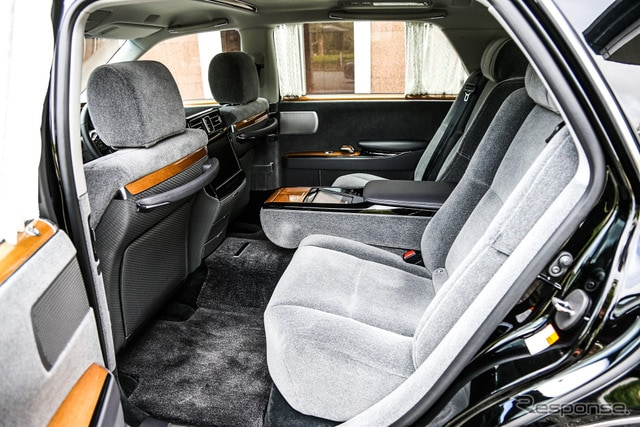 トヨタ センチュリー 新型(ボディカラー:「神威」、内装:ウールファブリック「瑞響」)