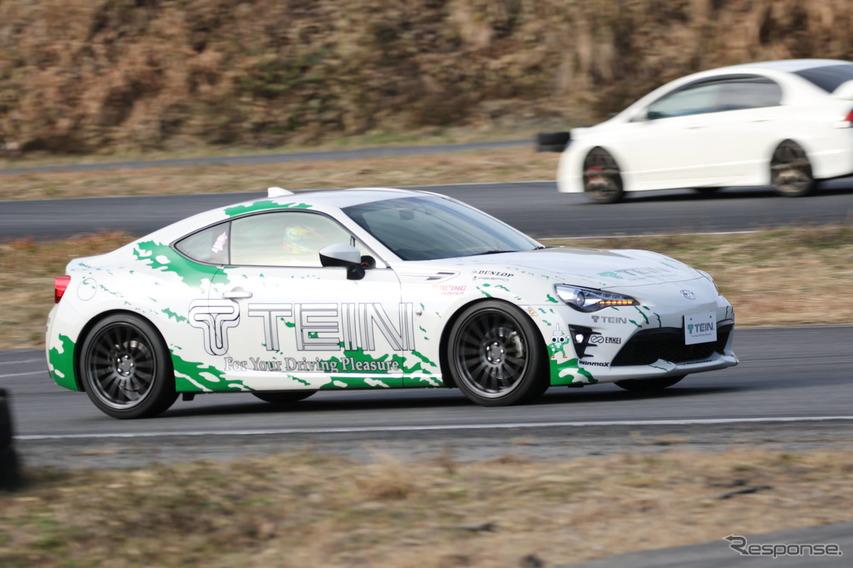 テイン モノレーシング 試乗、街乗りからサーキットまで幅広いシチュエーションに対応する車高調ダンパー