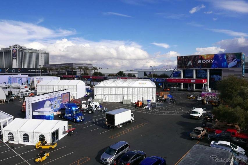 LVCCでは特設のテントも数多く接地される
