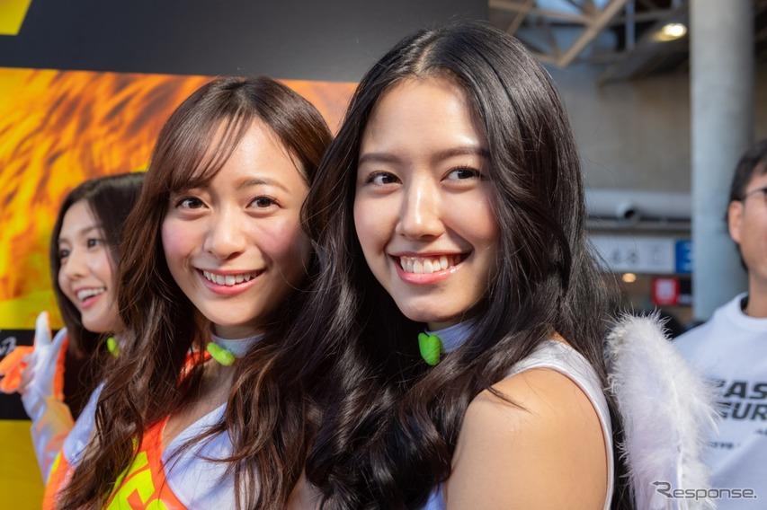 農海姫夏さんと、チャナナ沙梨奈さん。チャナナさんはレースクイーン大賞でヤングマガジンMFゴースト賞に選ばれ、オートサロン二日目に加入が発表になった。