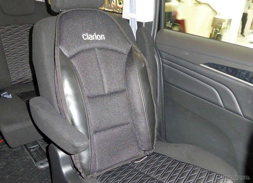 後席に取り付けられた振動シート。各シートに取り付けることでより効果的になる