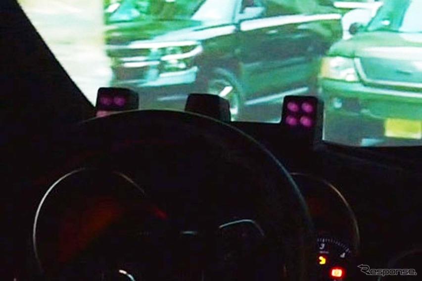 運転席の前には赤外線カメラシステムが備えられ、赤外線であるため、夜間でも問題なく使えるという。
